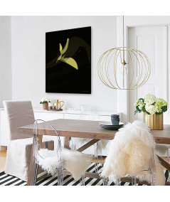 Plakat ptak czarno złoty Simplicity no. 56 na ścianie w jadalni