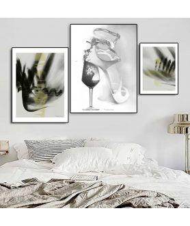 Nowoczesne plakaty na ścianie w sypialni